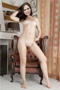 2nmi5eq7xhzg t Ellen Page Fake Nude and Sex Picture