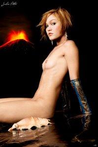 g20cbyrkizwe t Julia Stiles Fake Nude and Sex Picture